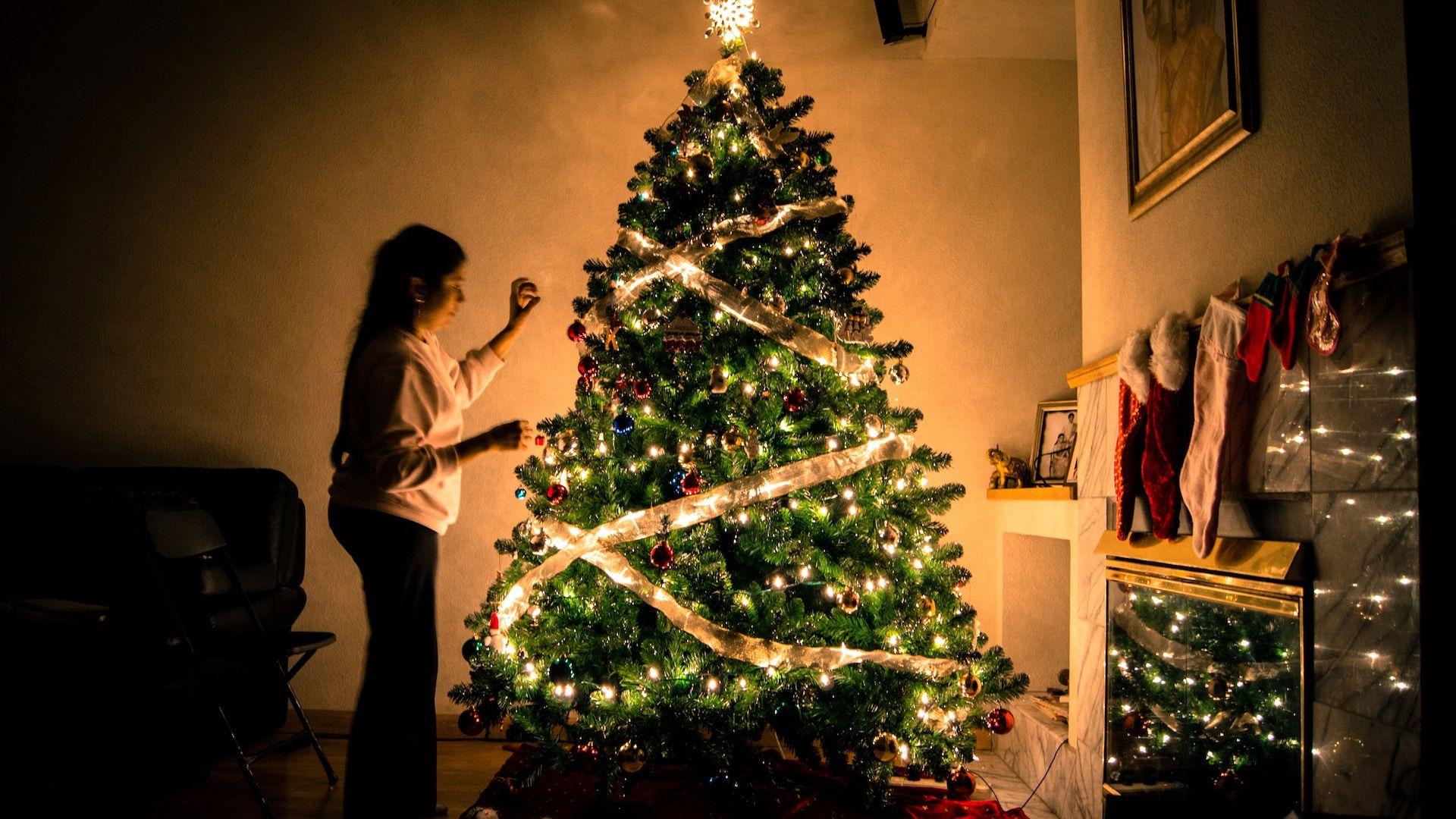 Escape Room Mystery Season's Mystery. Light the tree
